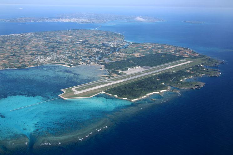 下地島空港と周辺の航空写真